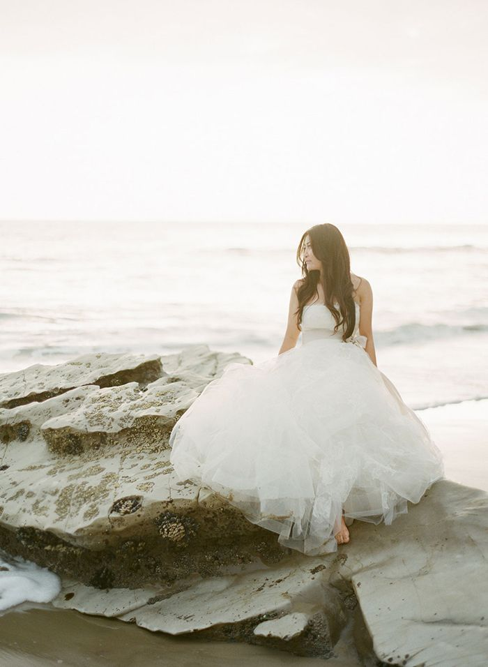 13-chaviano-couture-wedding-gown-beach-photography
