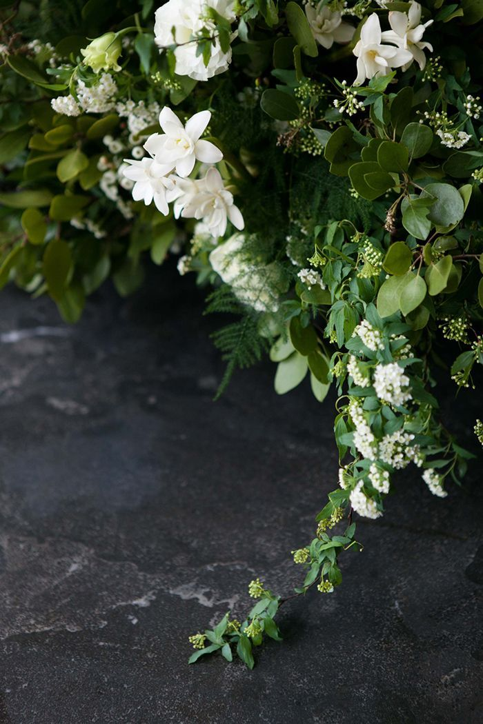 14-green-white-natural-wedding-floral