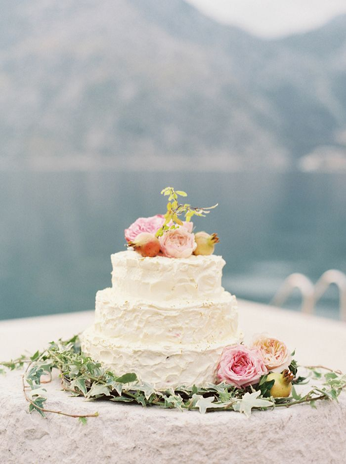 20-mountainside-wedding-pink-green-floral-wedding-cake