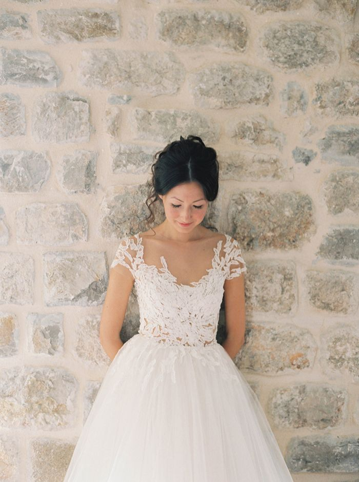 31-lace-applique-wedding-gown