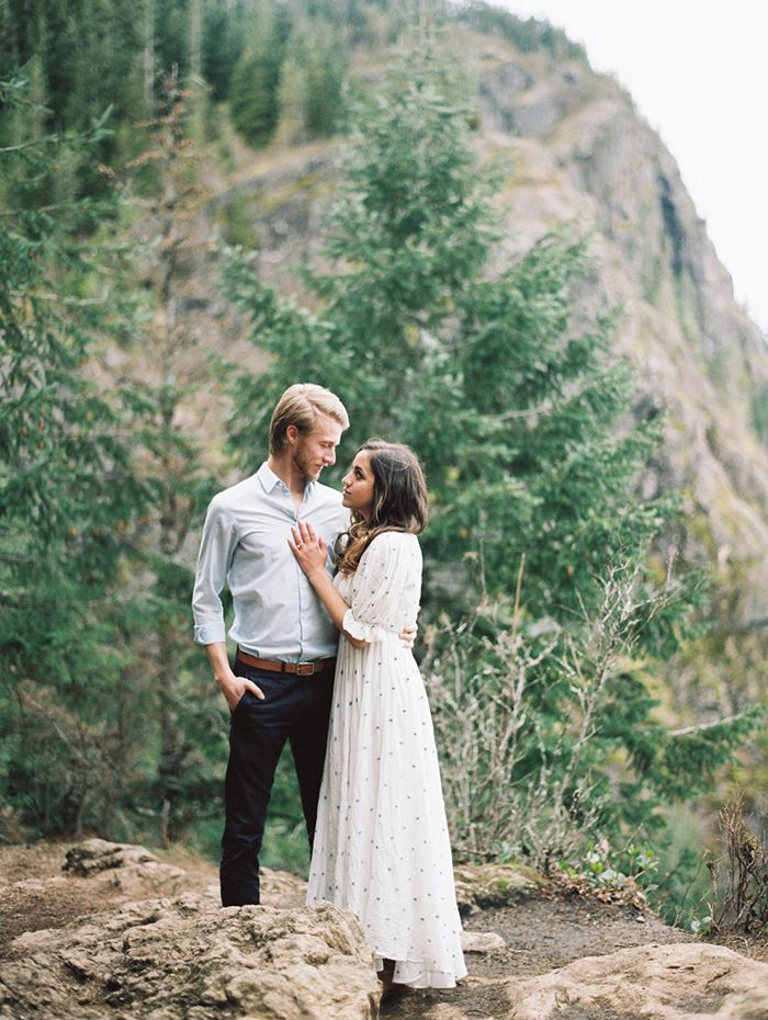 4-mountainside-engagement-rattlesnake-ridge-photography