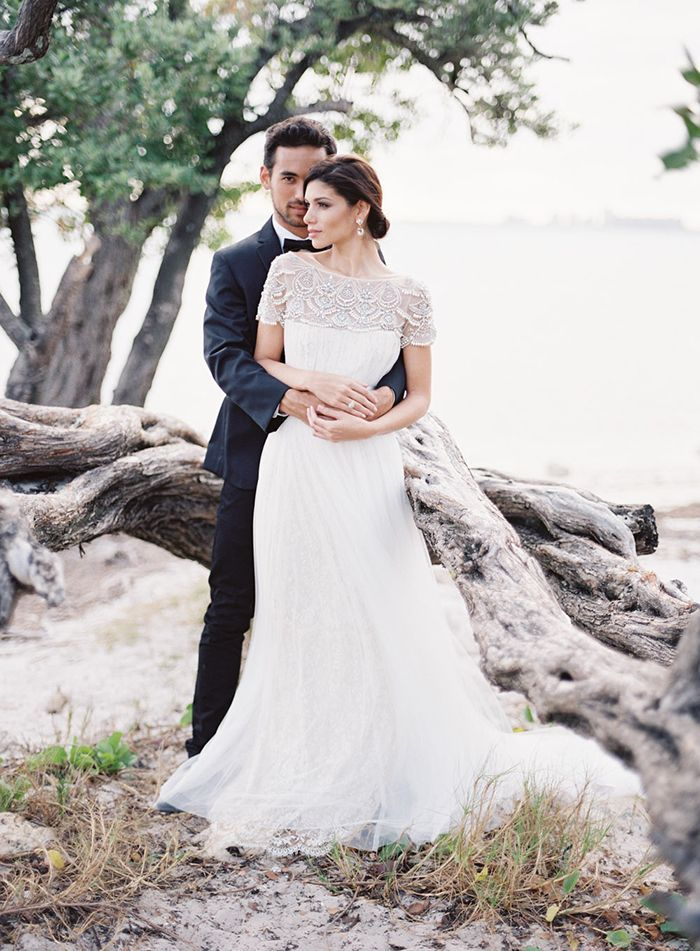 5-feather-and-stone-wedding-photography-elegant-beach-wedding - Once Wed