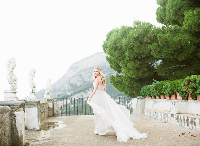6-villa-cimbrone-wedding-white-flowy-gown