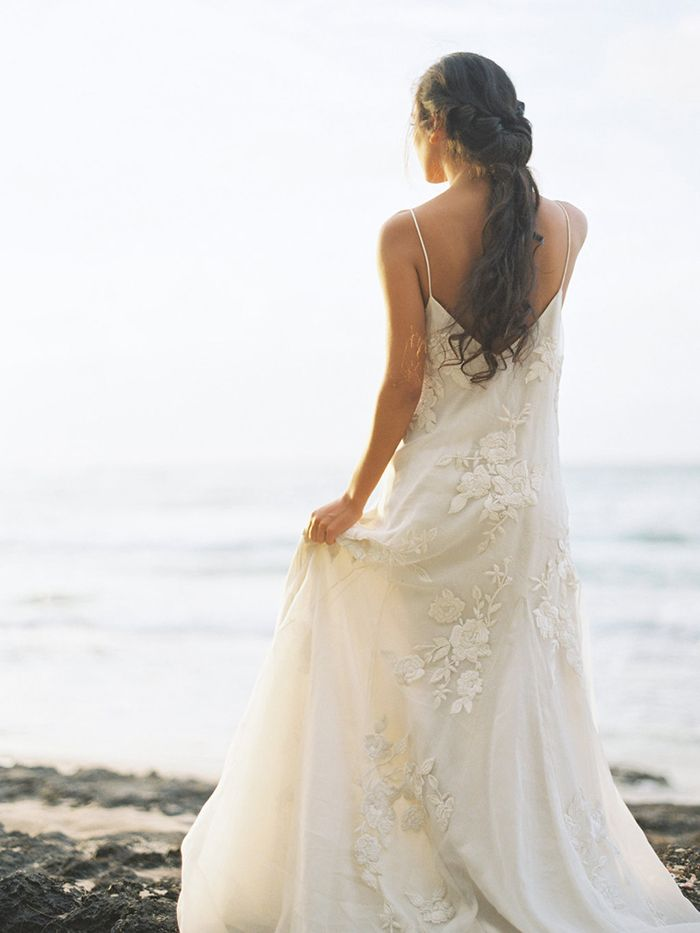 10-beach-wedding-gown-ideas