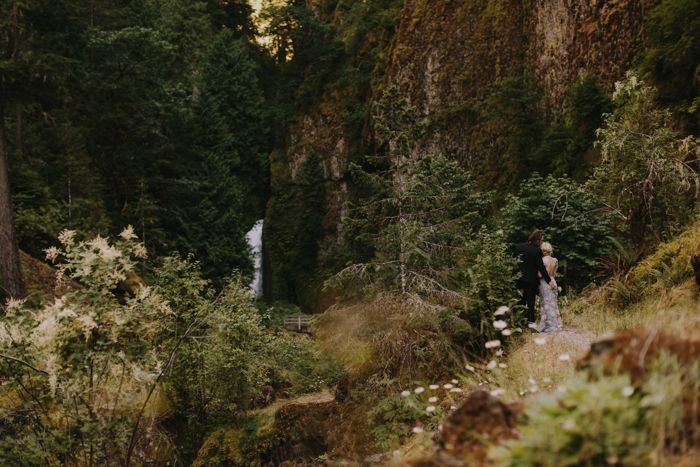 10-simple-outdoor-mountain-wedding