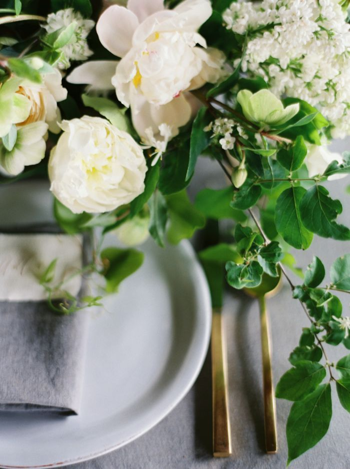 10-white-green-blue-wedding-inspiration