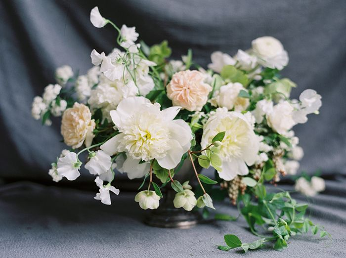11-white-green-wedding-centerpiece