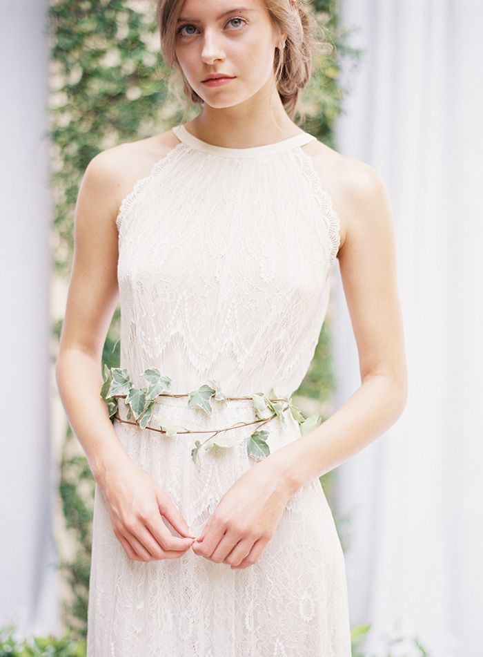 18-delicate-lace-wedding-gown