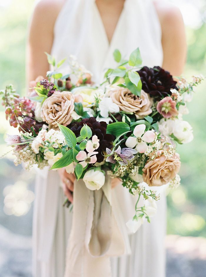 19-moody-spring-wedding-bouquet