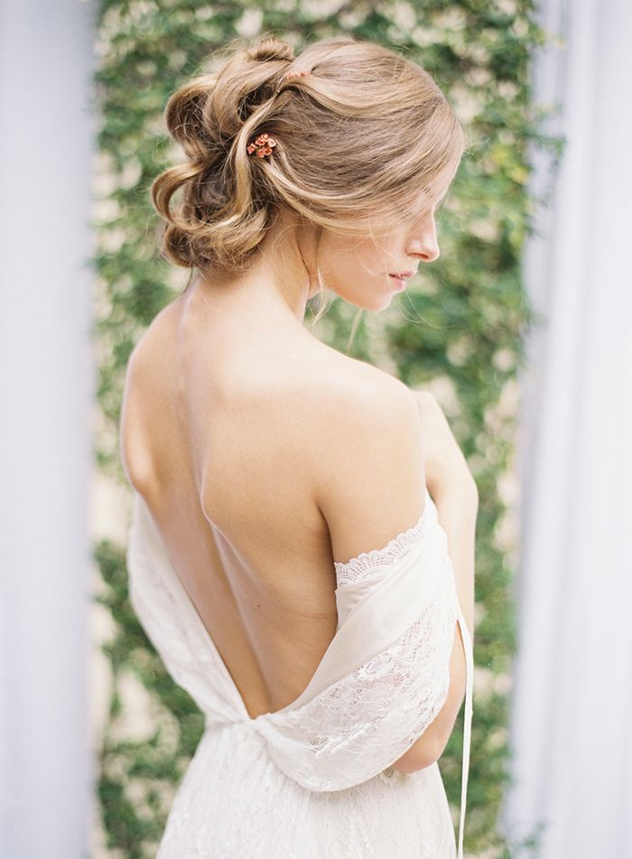 23-delicate-lace-wedding-gown