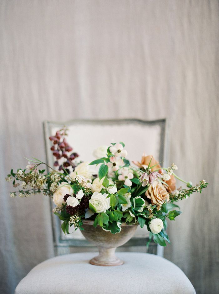 4-soft-green-white-peach-wedding-florals