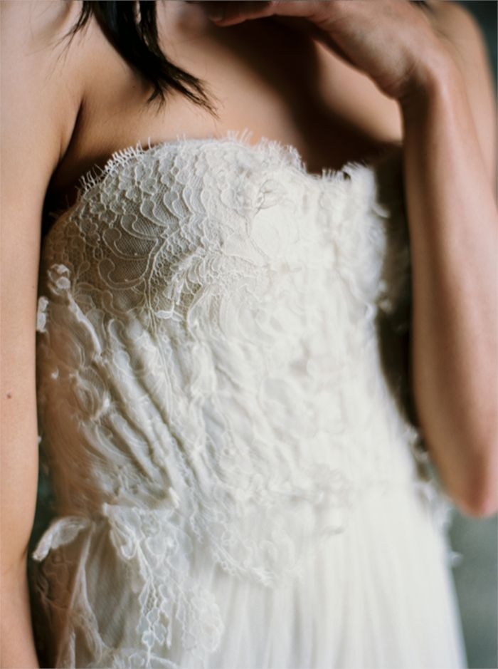 5-delicate-lace-wedding-gown