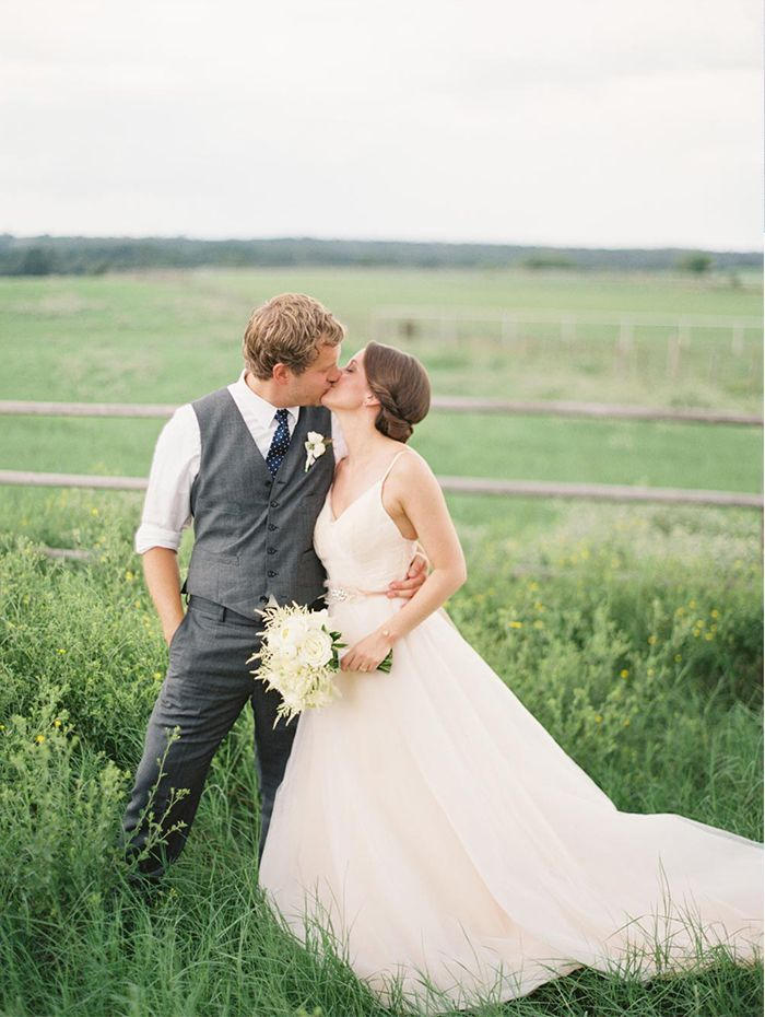 6-classic-outdoor-farm-wedding