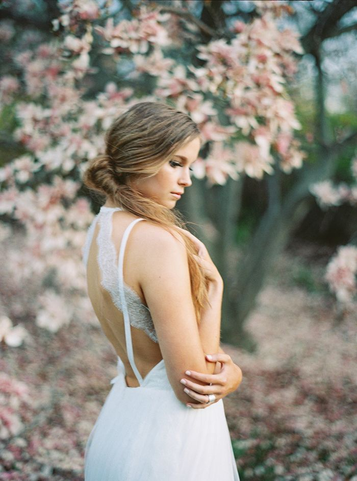 8-lace-wedding-gown-spring-ideas