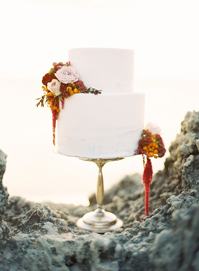 13-bold-fall-wedding-cake