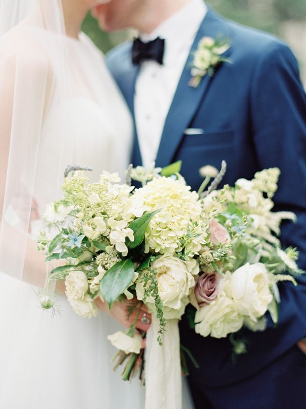 29-elegant-white-green-navy-wedding