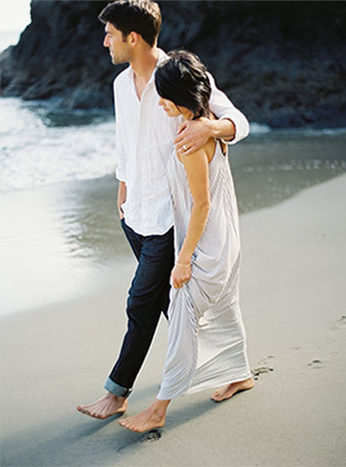 9-romantic-beach-engagement-session