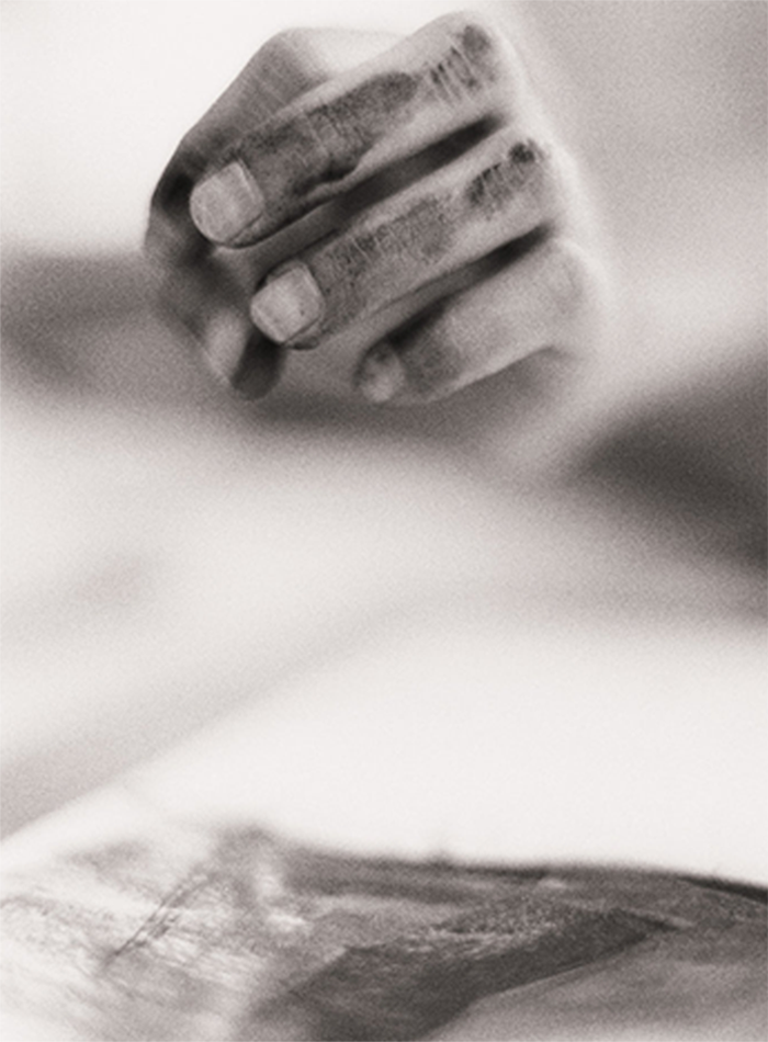 charcoal-hands-artist-close-up