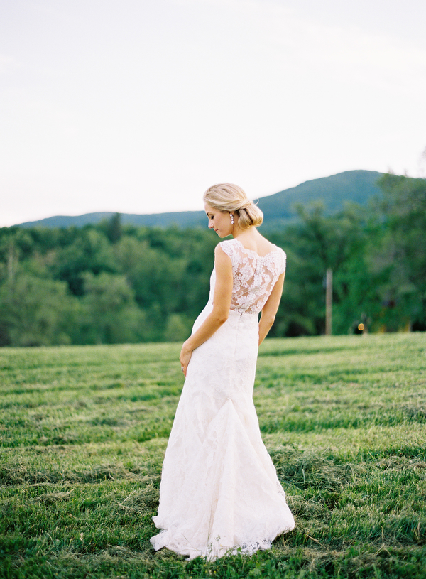 11-eric-kelley-delicate-lace-outdoor-wedding