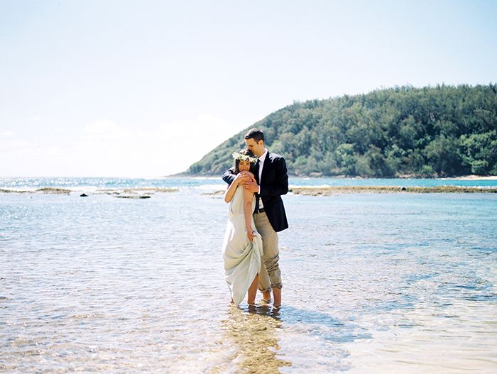11-romantic-hawaii-beach-wedding