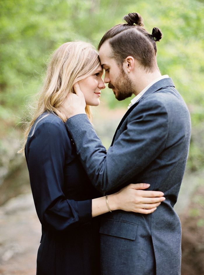 12-intimate-outdoor-engagement-session