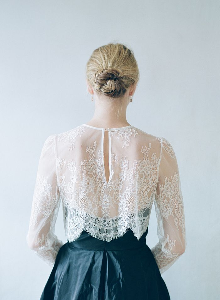 3-delicate-lace-unique-wedding-gown