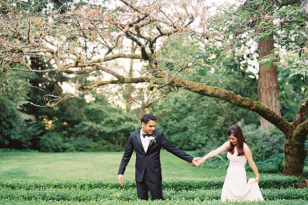 30-elegant-black-tie-garden-wedding