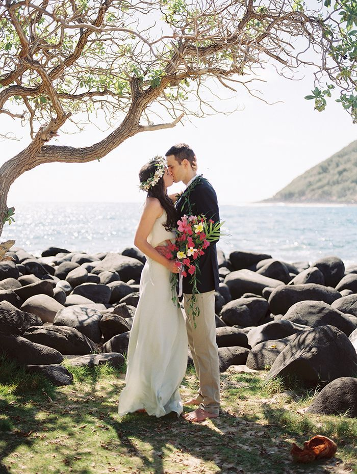 A Meaningful Elopement In Hawaii Real Weddings Oncewed Com