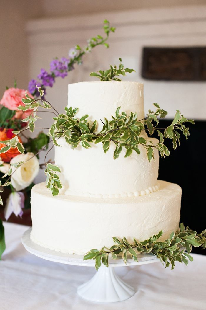 17-simple-white-green-wedding-cake