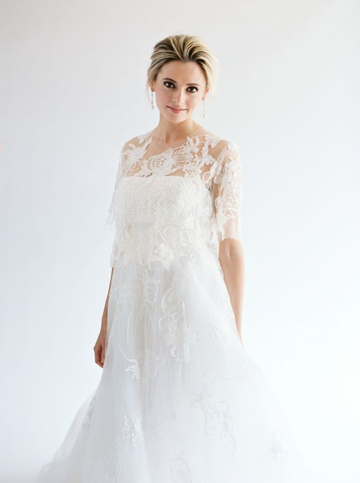2-delicate-lace-wedding-gown