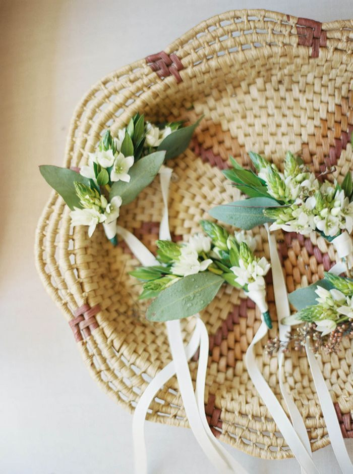 3-simple-white-green-natural-wedding