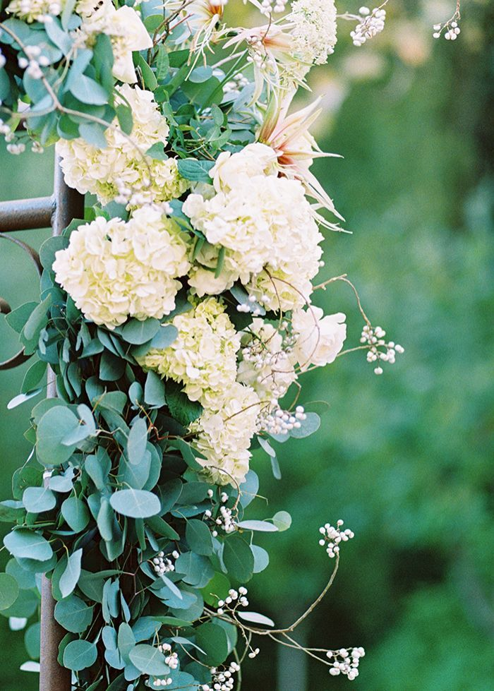 8-white-green-natural-vineyard-wedding