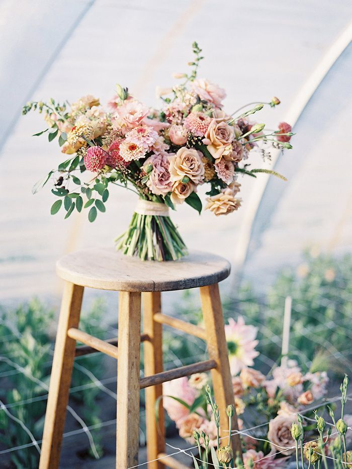 11-simple-blush-wedding-bouquet
