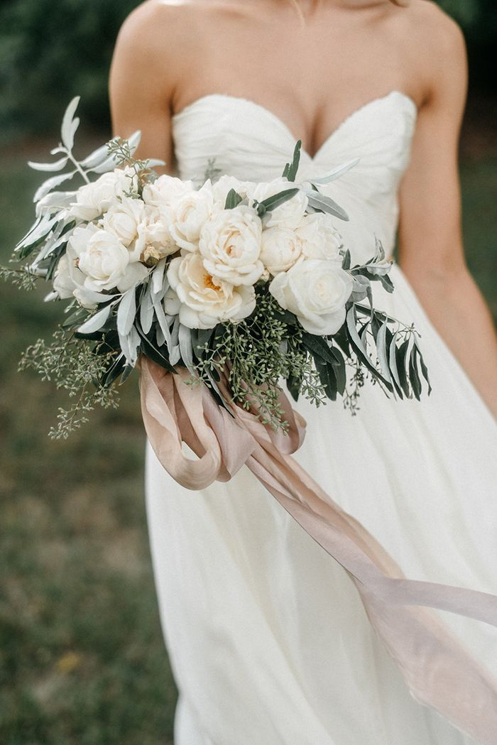 2-lush-winter-wedding-bouquet
