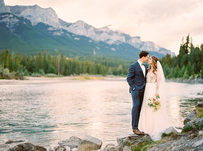 2-romantic-mountain-wedding