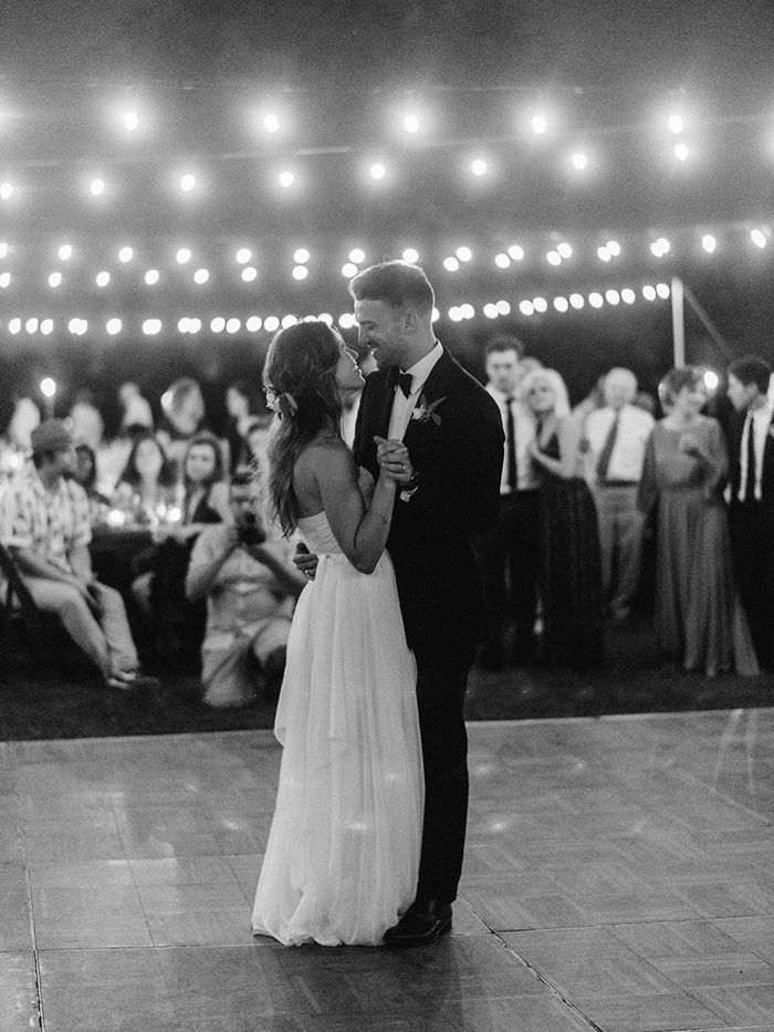 23-romantic-outdoor-wedding-first-dance