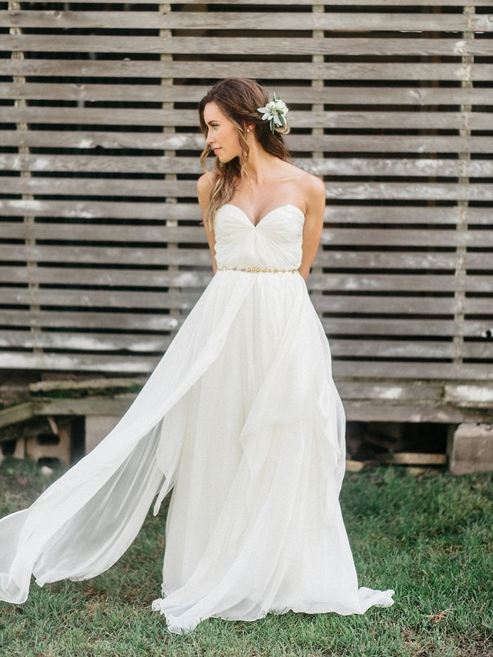 3-simple-elegant-wedding-gown
