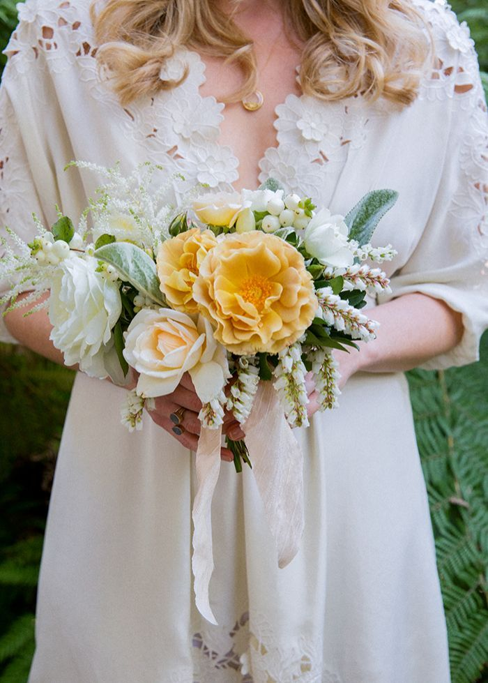 5-white-yellow-romantic-bouquet