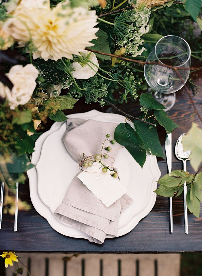 15-green-white-outdoor-wedding-inspiration