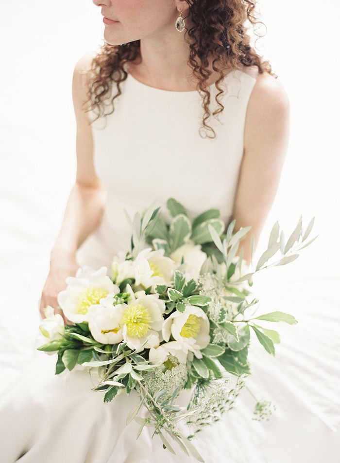 4-simple-white-green-wedding-inspiration