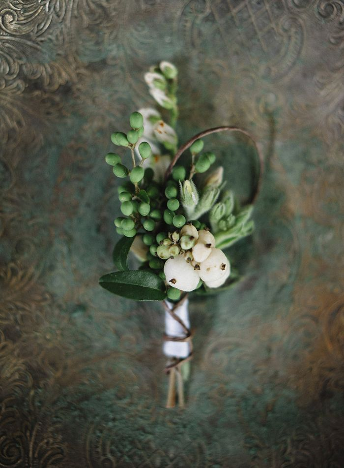 8-simple-white-green-wedding