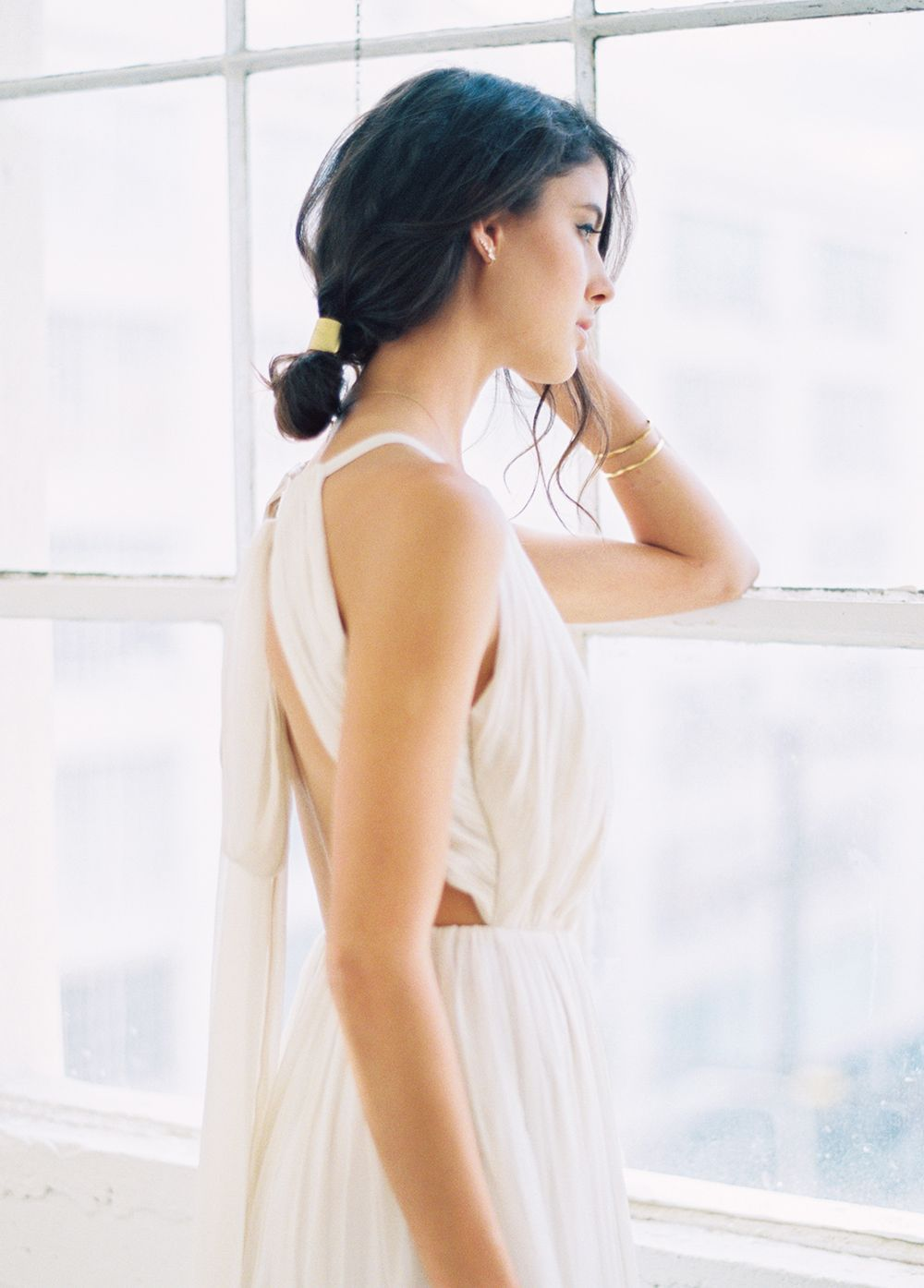 1-simple-modern-wedding-gown