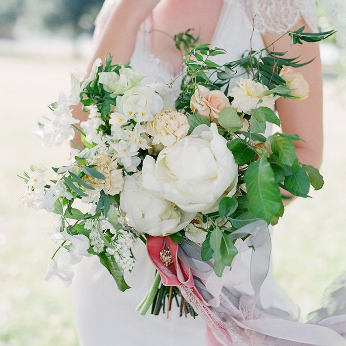 12-white-green-summer-wedding-florals