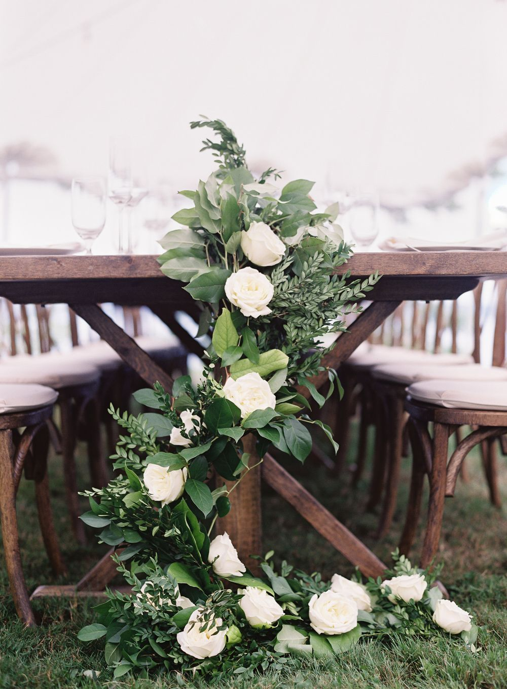 14-table-garland-wedding-ideas