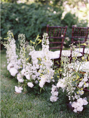 4-wildflower-wedding-aisle