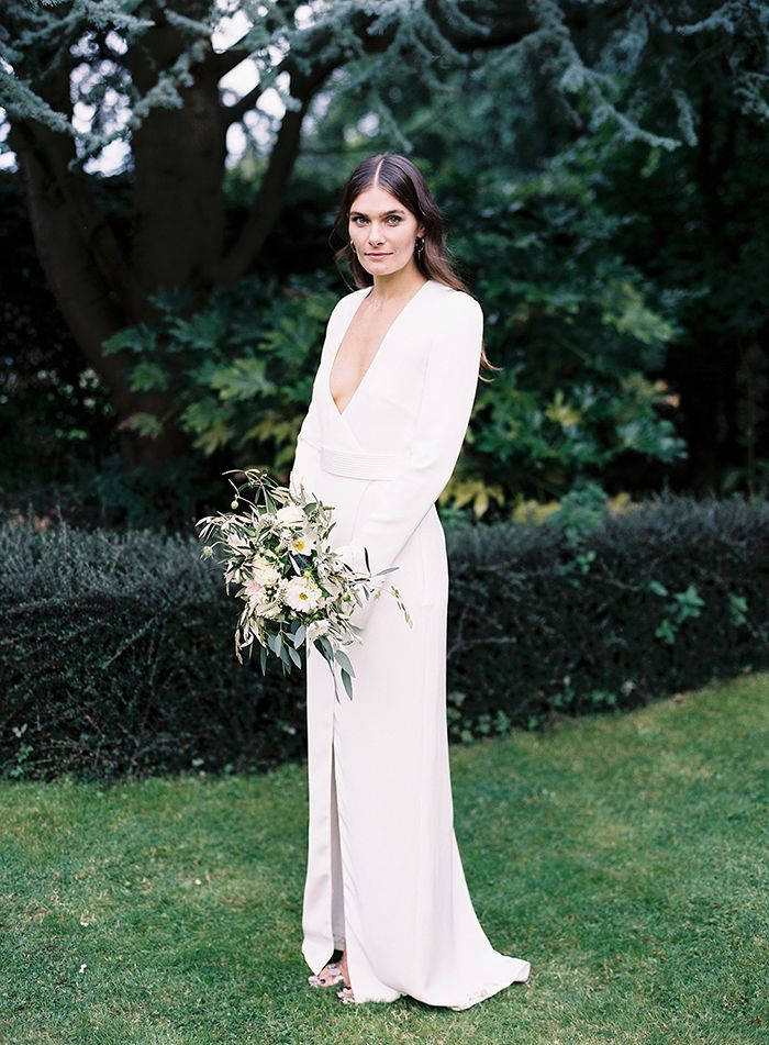 5-simple-modern-wedding-gown