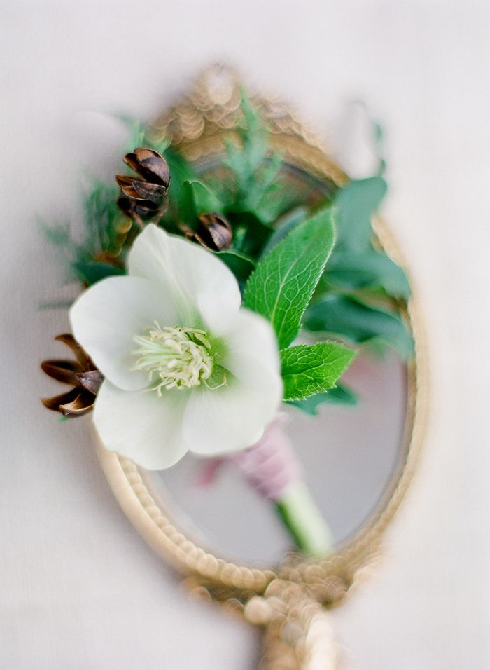 6-simple-white-green-wedding-florals