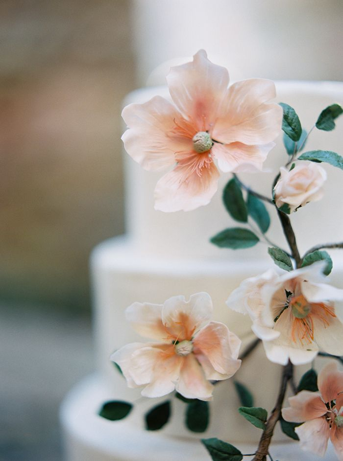 7-romantic-floral-wedding-cake