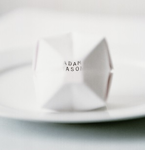 8-oragami-paper-balloon-place-cards