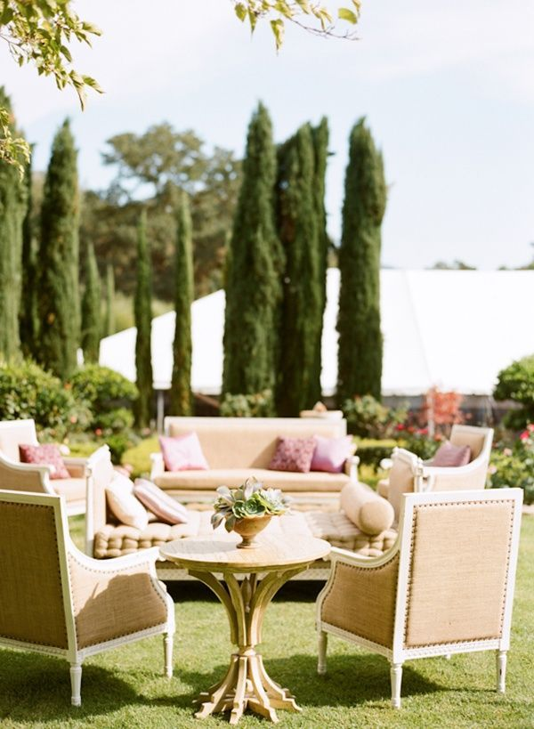 1-outdoor-garden-wedding-seating